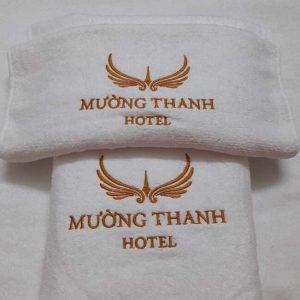 khăn khách sạn thiêu logo