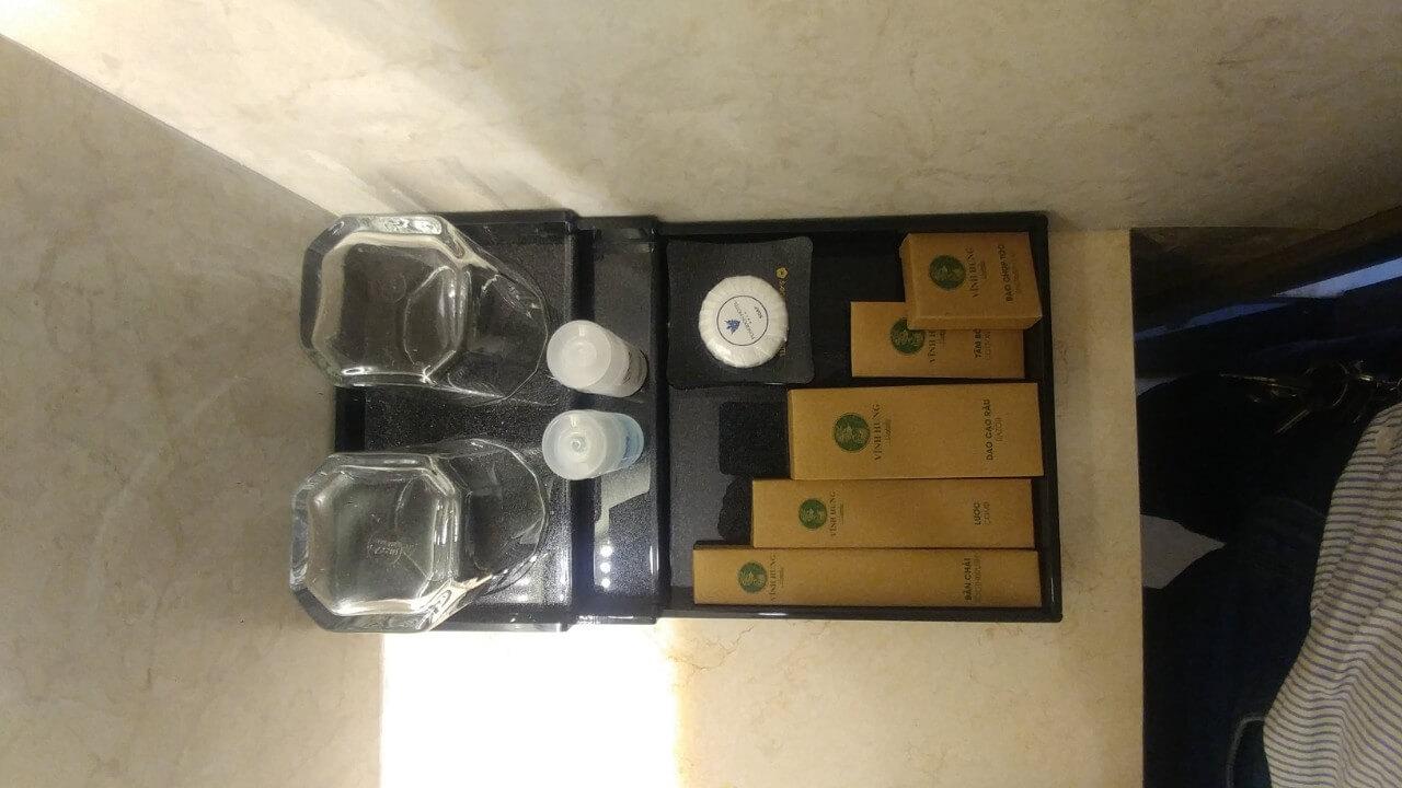 setup đồ dùng cá nhân - Amenities - vật dụng phòng vệ sinh